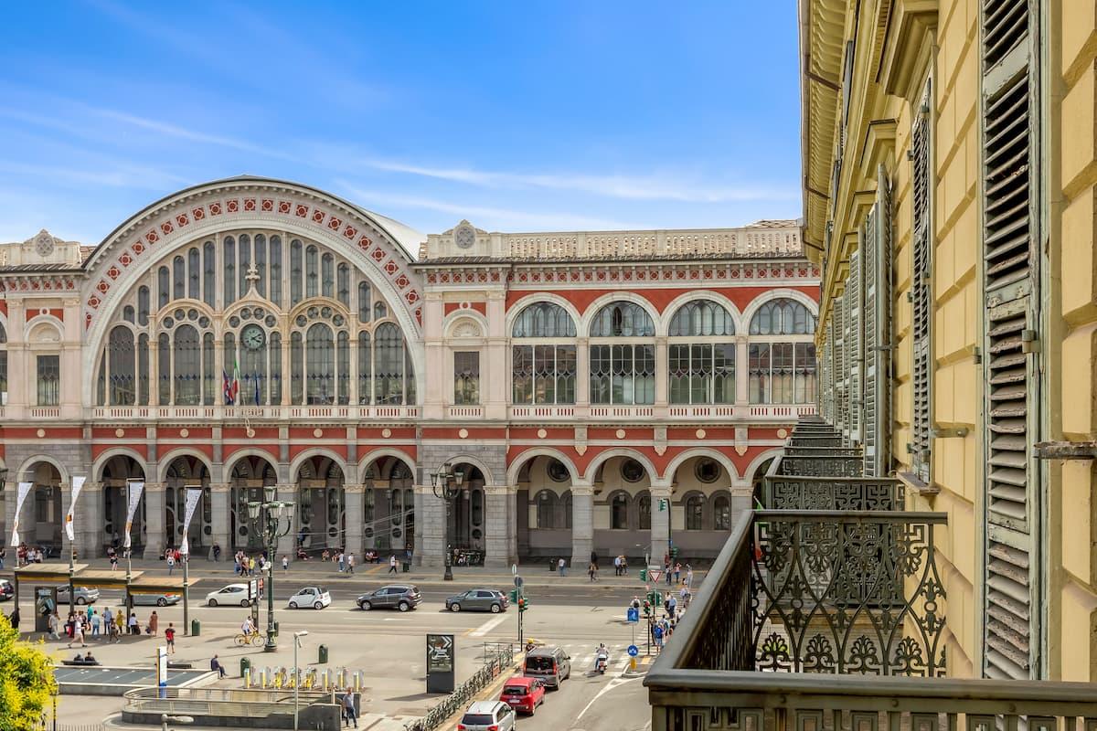Hotel Roma train station